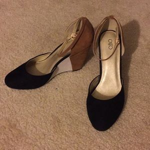 New Cato black cream and tan wedges size 10